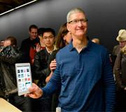"""Тим Кук: """"80% своего времени провожу с iPhone и iPad"""""""