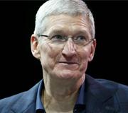 Apple наградила Тима Кука за успешную работу.