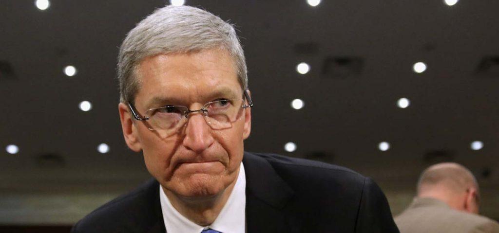 Тим Кук подтвердил слабый спрос на новые iPhone.
