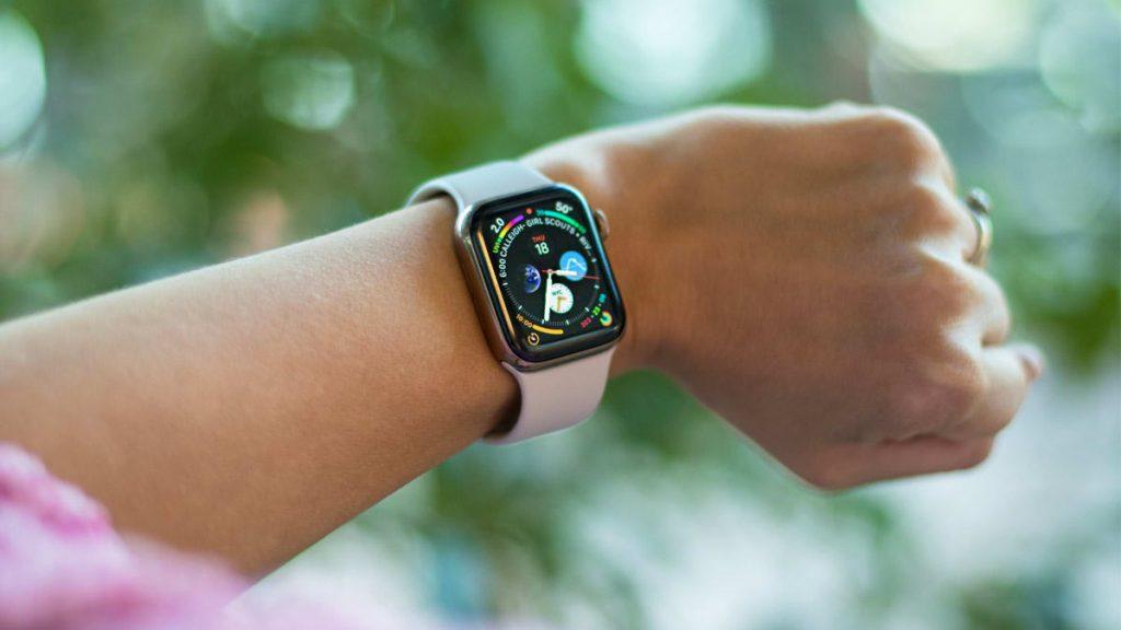 Продажи Apple Watch выросли.