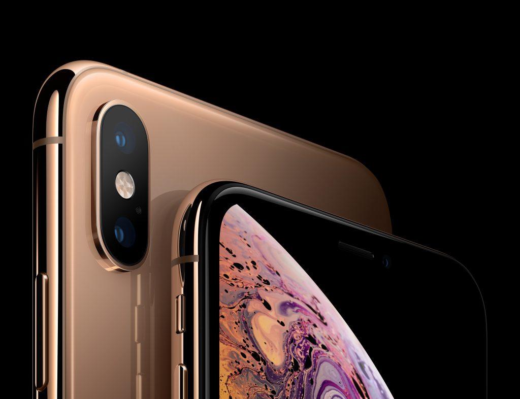 У iPhone XS трескается стекло камеры.