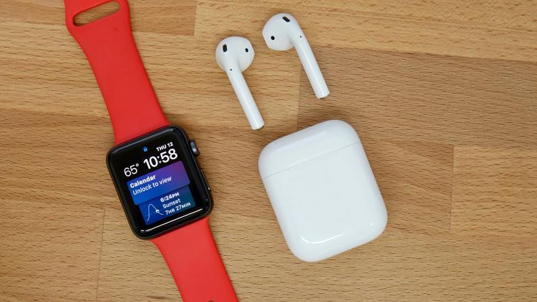 Apple лидирует на рынке носимой электроники.