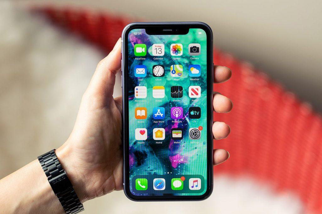 Apple постепенно отказывается от дисплеев Samsung.