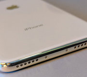 iPhone может лишиться разъемов.