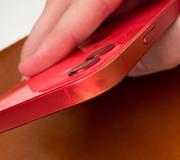 Владельцы красных iPhone жалуются на выцветание корпуса.