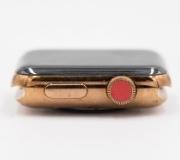 Появились фото редкого прототипа Apple Watch Series 2.
